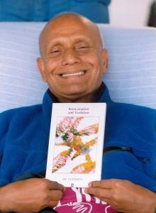 sri-chinmoy-konyv-nyitott-meditacio